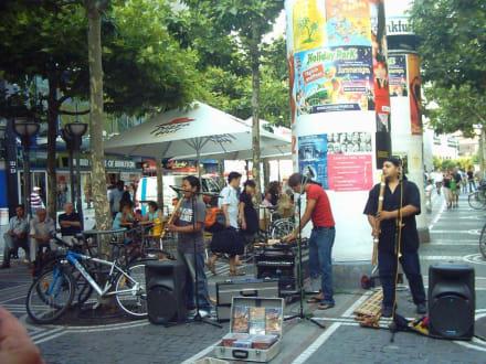 Straßenmusikanten auf der Zeil  Einkaufsstraße Ffm - Zeil