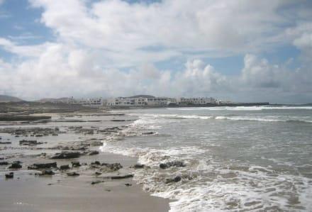 Fischerdorf am Ende des Famara-Strandes - Strand Famara