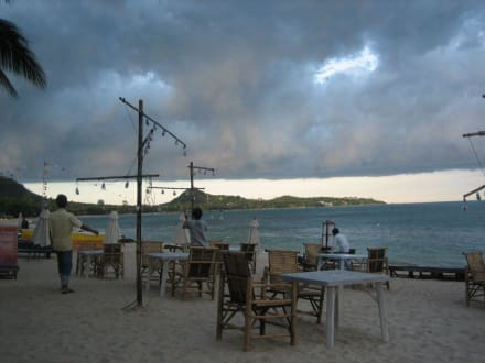 Aufziehendes Gewitter in Lamai - Strand Lamai Beach