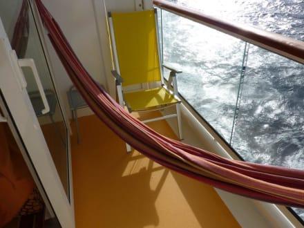 Hangematte Auf Dem Balkon Bild Aidabella