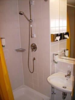 bad im leonardo n rnberg bild leonardo hotel n rnberg in n rnberg bayern deutschland. Black Bedroom Furniture Sets. Home Design Ideas