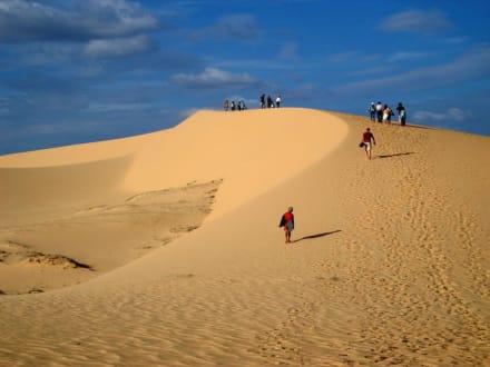 Aufstieg zu den weißen Sanddünen - Sanddünen