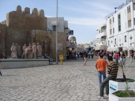 Auf dem Weg in die Altstadt 2 - Medina