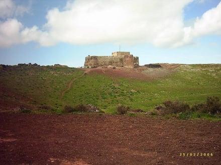 Castillo Santa Bárbara - Castillo Santa Bárbara / Museo del Emigrante Canario