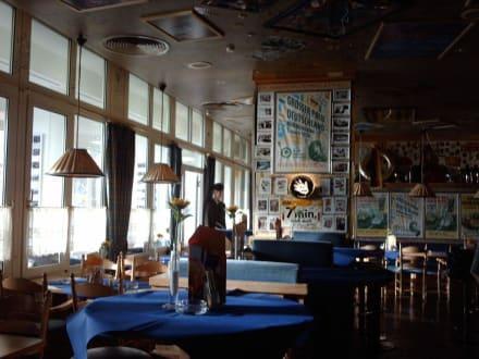 Essen und Trinken in toller Atmosphäre - Cock-Pit Bar