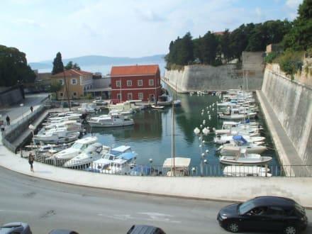 Bootshafen - Altstadt Zadar