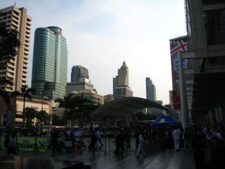 Gegenüber - Central World Plaza ex World Trade Center