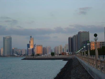 Silhouette von Abu Dhabi - Skyline Abu Dhabi