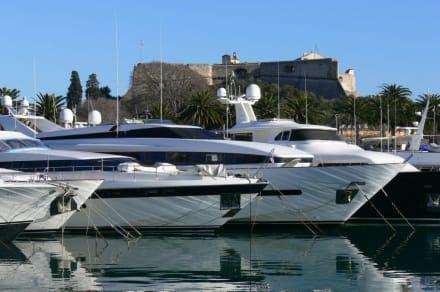 Schöne Yachten - Yachthafen Antibes