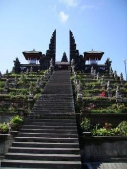 Stairway to Heaven - Muttertempel Pura Besakih - Pasar Agung