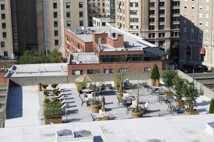 Ausblick vom Zimmer auf die Hotelterrasse - Revere Hotel Boston