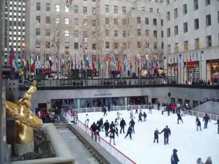 Eislaufbahn und Prometheusstatue - Rockefeller Center Ice Skating Rink