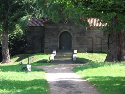 Mousoleum - Rosenhöhe Park