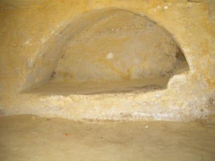 In Stein gehauenes Bett - Höhlen von Matala