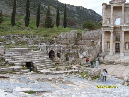 Neben der Bibliothek! - Antikes Ephesus