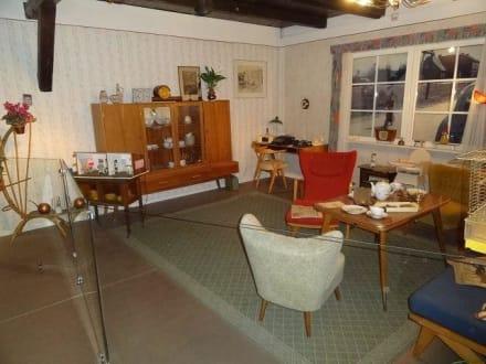 altes wohnzimmer bild daueraustellung l neburgs 50er jahre in l neburg. Black Bedroom Furniture Sets. Home Design Ideas