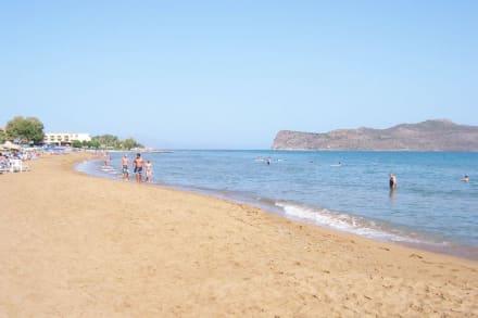 Strand beim Hotel Santa Marina Beach - Strand Aghia Marina