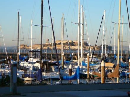 Parkplatz an der Marina - Transport