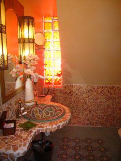 das sch ne badezimmer bild villa oriental in frankfurt am main hessen deutschland. Black Bedroom Furniture Sets. Home Design Ideas