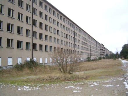 Ruine aus der NS-Zeit - Koloss von Prora (KdF-Seebad Rügen)