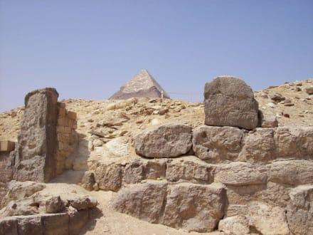 Chephren im Hintergrund - Pyramiden von Gizeh