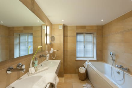 Badezimmer badehaussuite bild landhaus zu den rothen for Badezimmer landhaus