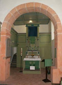 Blick zum Altar - Emmauskirche in Borna
