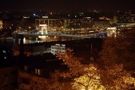 Kettenbrücke bei Nacht - Kettenbrücke