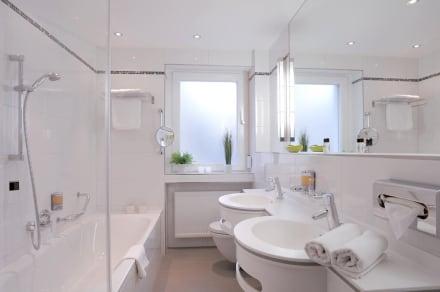 badezimmer bild ringhotel loew 39 s merkur in n rnberg. Black Bedroom Furniture Sets. Home Design Ideas