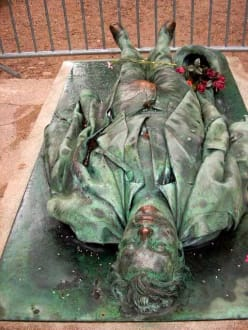 Das Grab des Victor Noir - Père Lachaise