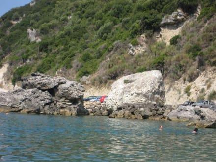 Parkplatz direkt am Strand - Ermones Beach