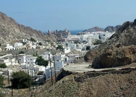 Alte Passstraße mit Blick auf Muscat - Maskat/Muscat