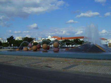 Moderner Brunnen - Altstadt Faro