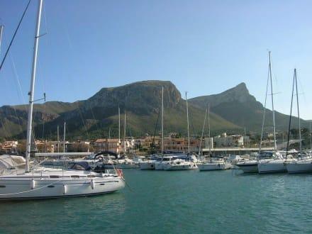 Blick auf den Ferrutx - Hafen Colonia De Sant Pere