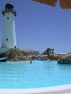 Pool mit Leuchtturm - ClubHotel Riu Chiclana