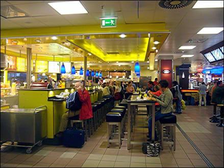wandelhalle bild essen im hauptbahnhof in hamburg. Black Bedroom Furniture Sets. Home Design Ideas