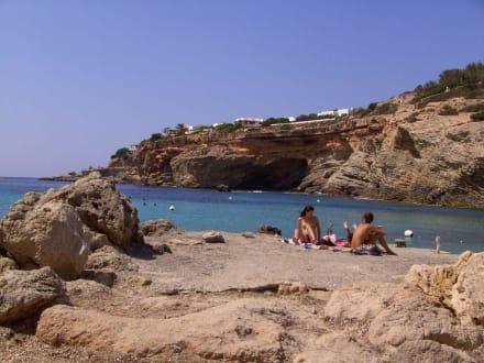 Außer Sand auch Felsen - Strand Cala Codolar