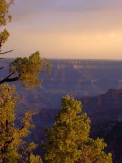 Sonnenuntergang am Grand Canyon mit Regenbogen - Grand Canyon