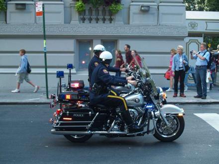 Zwei Polizei Kräder - Steuben Parade New York