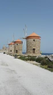 Mandraki Hafen - Hafen Rhodos