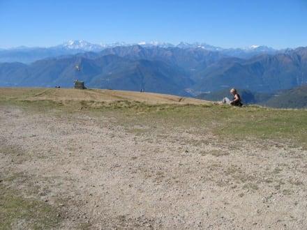 Blick auf's Matterhorn und Monte Rosa Gebirge - Monte Lema