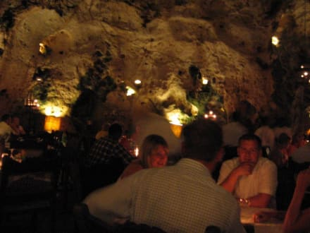 Sensationelles Höhlenrestaurant - Restaurant Ali Barbour & Beachbar Forty Thieves