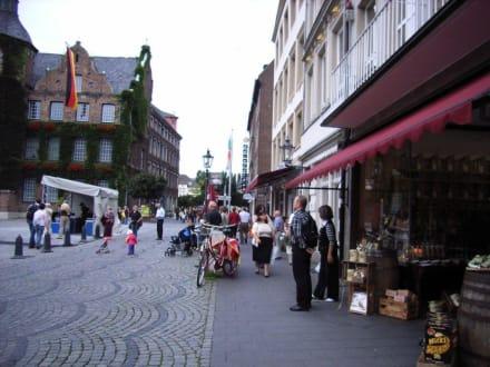 Die längste Theke der Welt bei Tag - Altstadt Düsseldorf
