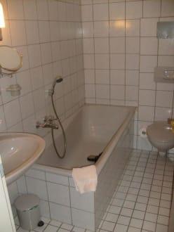 badezimmer bild hotel deutsches haus in blomberg nordrhein westfalen deutschland. Black Bedroom Furniture Sets. Home Design Ideas