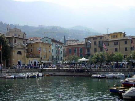 Vom Boot aus gesehen - Hafen Malcesine