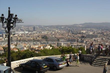Ausblick von de Notre Dame auf Marseille - Notre Dame de la Garde