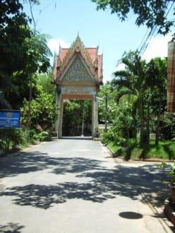 Wat Tham Sua Kloster Durchgang - Kaew Korawaram Tempel