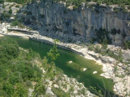 Die Landschaft der Ardéche - Kanutour Ardeche Vallon Pont D'Arc