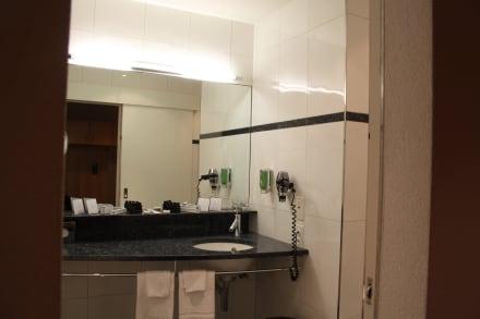 badezimmer lavabo bild hotel allegro in bern schweizer mittelland schweiz. Black Bedroom Furniture Sets. Home Design Ideas