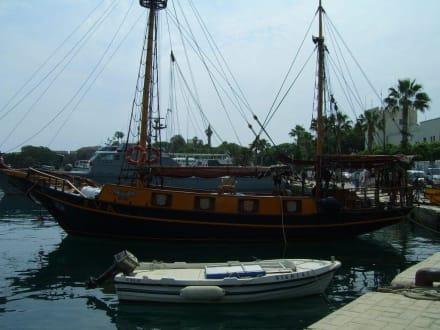 Boote im Mandraki-Hafen - Hafen Kos Stadt